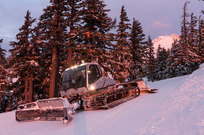 A Prinoth BR 350 in new grey livery.<br /> <br /> Location: Ridge Run at the top of 2 Bowl, Mt. Hood Meadows ski area, Oregon<br /> <br /> Lens used: EOS M w/Canon 17-55mm f2.8 IS