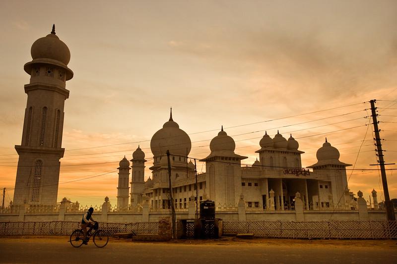 The road to Agra -  Uttar Pradesh, India