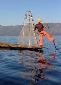 INTHA LEG ROWER - INLE LAKE