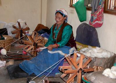 TIBETAN LADY - KATHMANDU, NEPAL