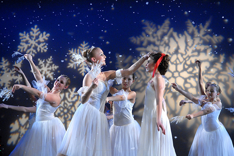 NUTCRACKER / MOONEY / COOLEY DANCE COMPANY