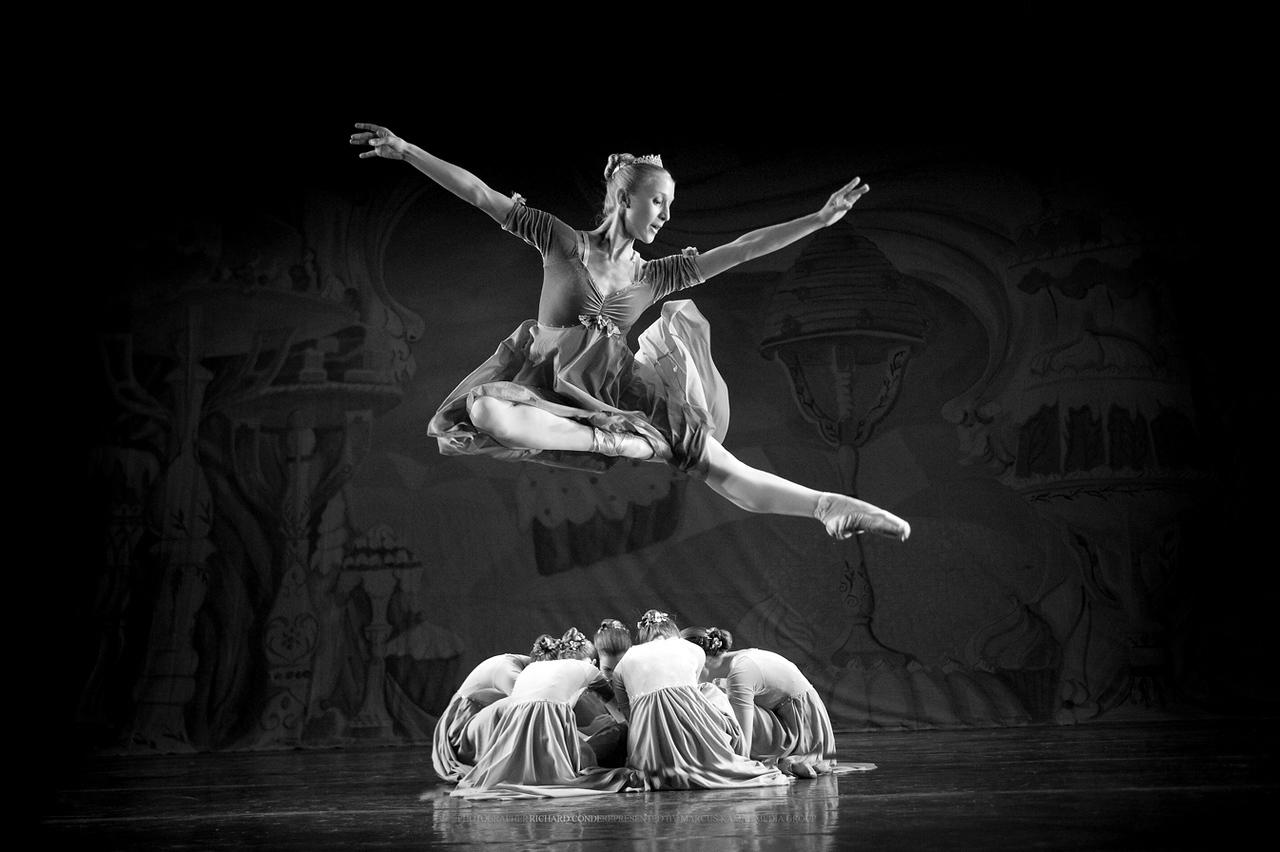 NUTCRACKER / MOONEY / COOLEY DANCE COMPANY  / NATIONAL GEOGRAPHIC WINNER  OCT 7 2010