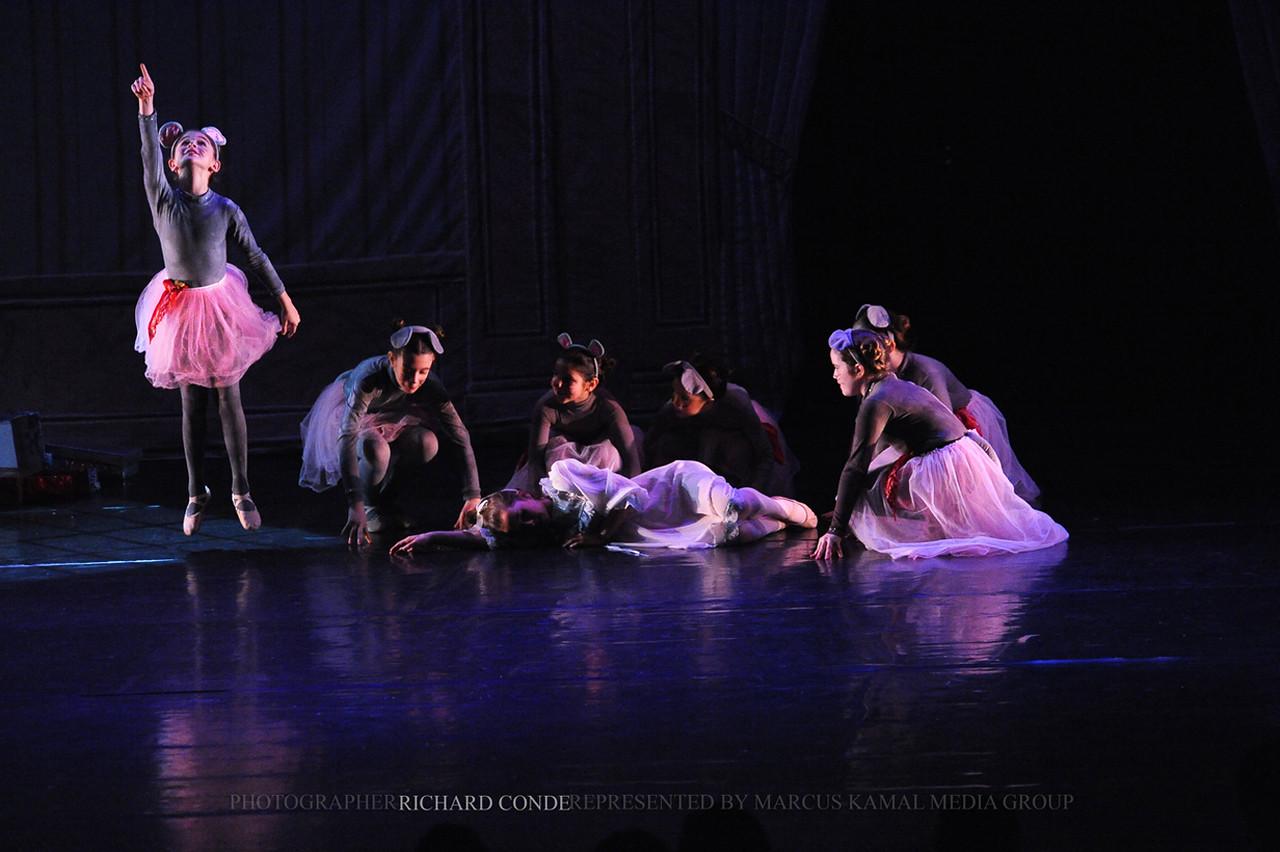 NUTCRACKER 2010 / N47 MOONEY / COOLEY DANCE COMPANY