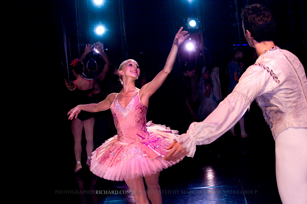 NUTCRACKER 2010 / N 56 MOONEY / COOLEY DANCE COMPANY