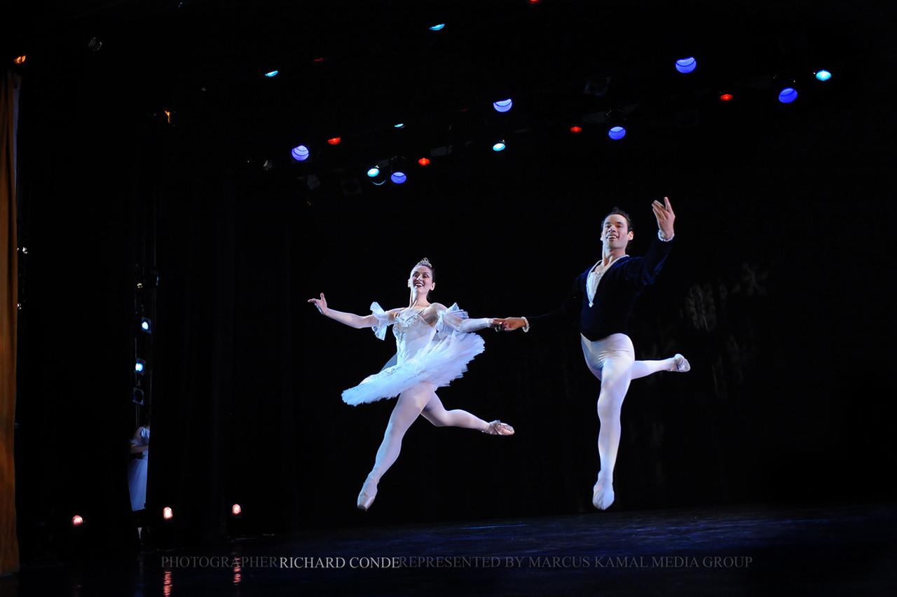 NUTCRACKER 2010 / N24 MOONEY / COOLEY DANCE COMPANY