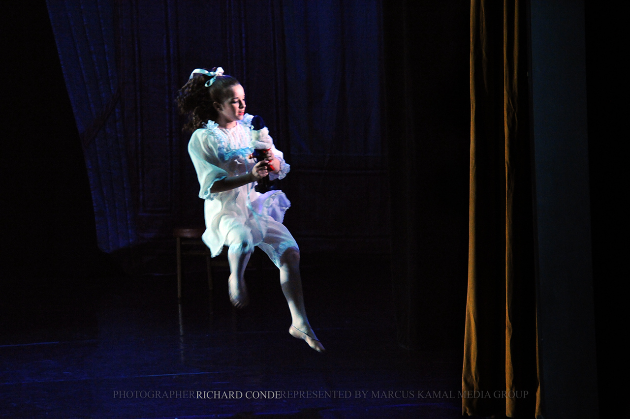 NUTCRACKER 2010 / N 77 MOONEY / COOLEY DANCE COMPANY