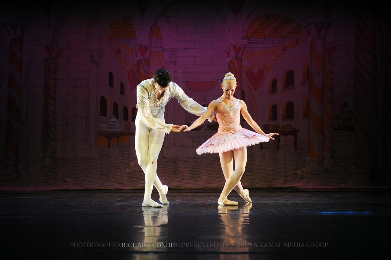 NUTCRACKER 2010 / N39 MOONEY / COOLEY DANCE COMPANY