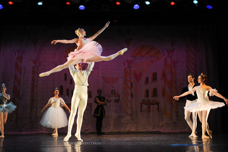 NUTCRACKER 2010 / N142 MOONEY / COOLEY DANCE COMPANY