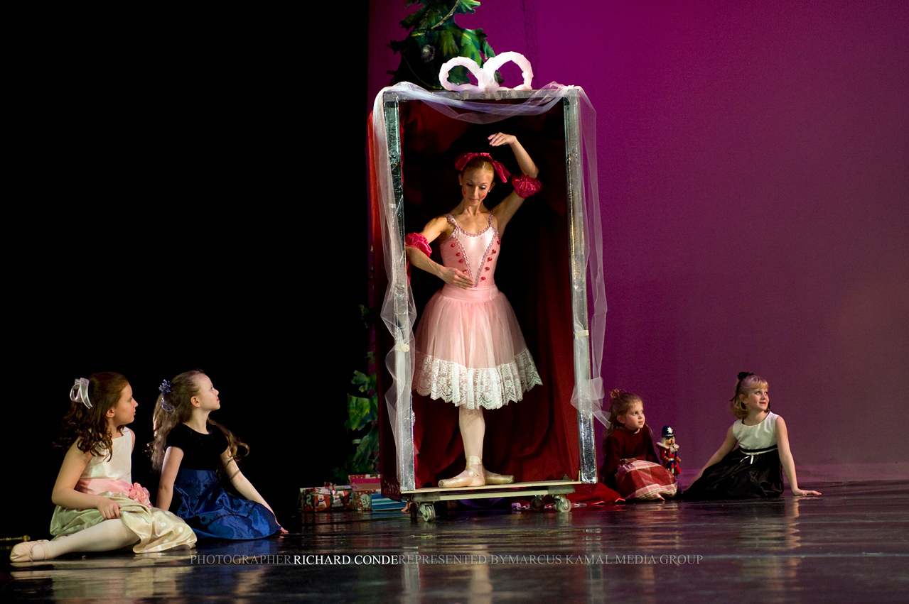 NUTCRACKER 2009 / N 104 MOONEY / COOLEY DANCE COMPANY