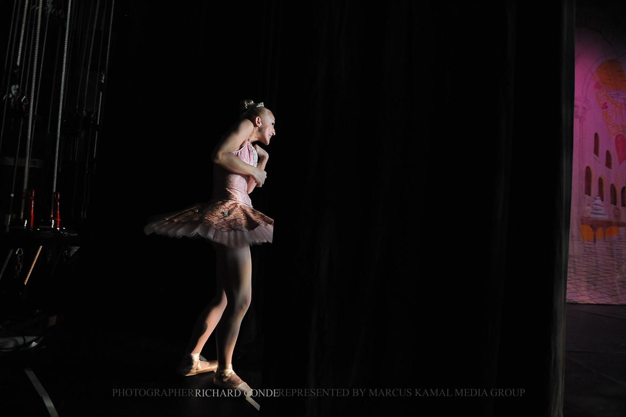 NUTCRACKER 2010 / N21 MOONEY / COOLEY DANCE COMPANY