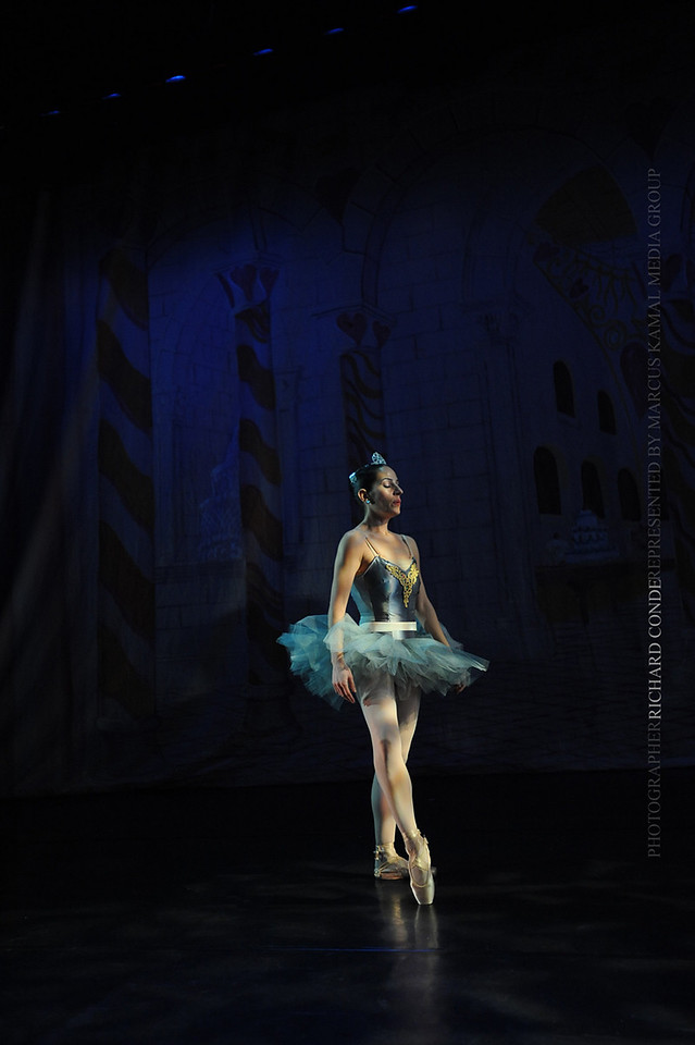 NUTCRACKER 2010 / N 69 MOONEY / COOLEY DANCE COMPANY