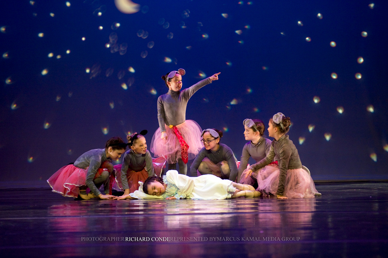 NUTCRACKER 2009 / N82 MOONEY / COOLEY DANCE COMPANY