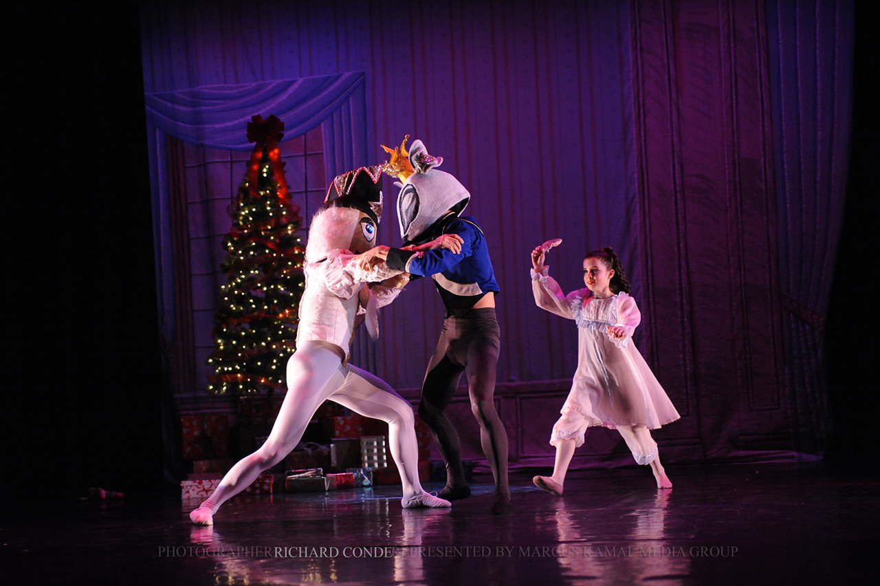 NUTCRACKER 2010 / N 93 MOONEY / COOLEY DANCE COMPANY