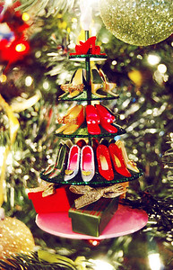 Easily a top contender when it comes to favorite ornaments. Shoes? C'mon! Buddy brought this Barbie shoe tree to Emily last year.