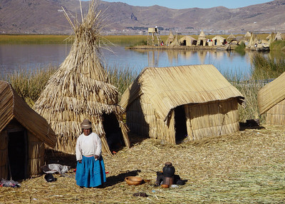 UROS ISLANDS - LAKE TITICACA
