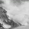 Arnaud sur fond de face SW de la Pointe Mathews. (Pralognan-la-Vanoise)<br /> Trop de foehn, gros transport de neige, on se casse !
