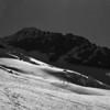 Début juin, LA valeur sûre de toute fin de saison : l'Aiguille des Glaciers.<br /> 1800m de grands ski sur fond de vallée verte, j'adore !