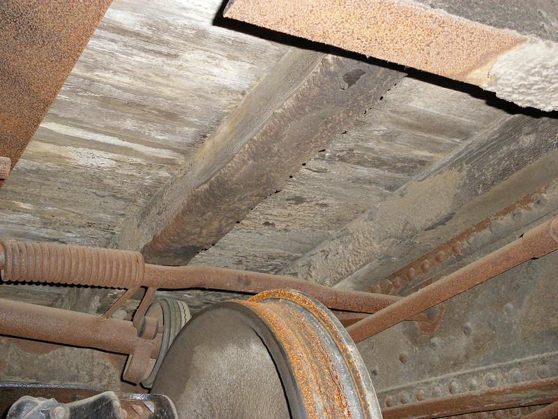 Mechanical fan operation mechanism above wheel.
