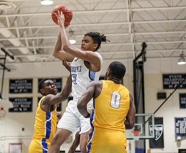 March 8, 2019: E. Roosevelt guard Jaamir Butler dishes a pass between High Point defenders during HS boys basketball regional finals between High Point HS and E. Roosevelt HS in Greenbelt. Photo by: Chris Thompkins/Prince Georges Sentinel