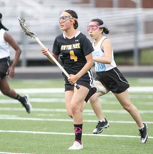May 4, 2019: Gwynn Park midfielder Edelyn Bobadialla (4) looks for an open teammate during PG County girls lacrosse championship between Gwynn Park HS and E. Roosevelt HS in Glen Dale. Photo by: Chris Thompkins/Prince Georges County Sentinel