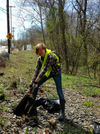 4.2.2017  UMBC Student organized Cleanup on N. Hammonds Ferry Rd.