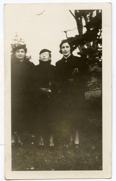 (l-r) Anne Aaron, Eva Aronovitz, Lillian Hurowitz [AA]