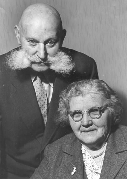 RS042 | Hermann (b.Hoerstein 1881; d. Wuerzburg 1970) & Babette (n. Steinhart, b. 1887; d. 1968), Hermann & Babette Rothschild were married in 1908: parents of Kurt, Paula, Liesel, Hannah; grandparents of Edna (Rothschild) Azrieli and Evelyn (Wilson) McClain, daughter of Liesel, and of Irit Aronson, daughter of Anni...