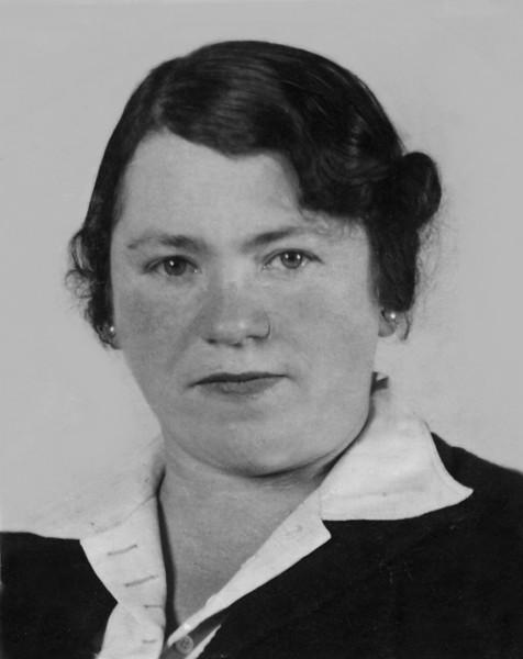RS022a    Selma (Rothschild) Adler (b. 12 Aug 1900, Mannheim; d.29 Dec 1982, Worcester Cemetary)    Photograph dated 1938.