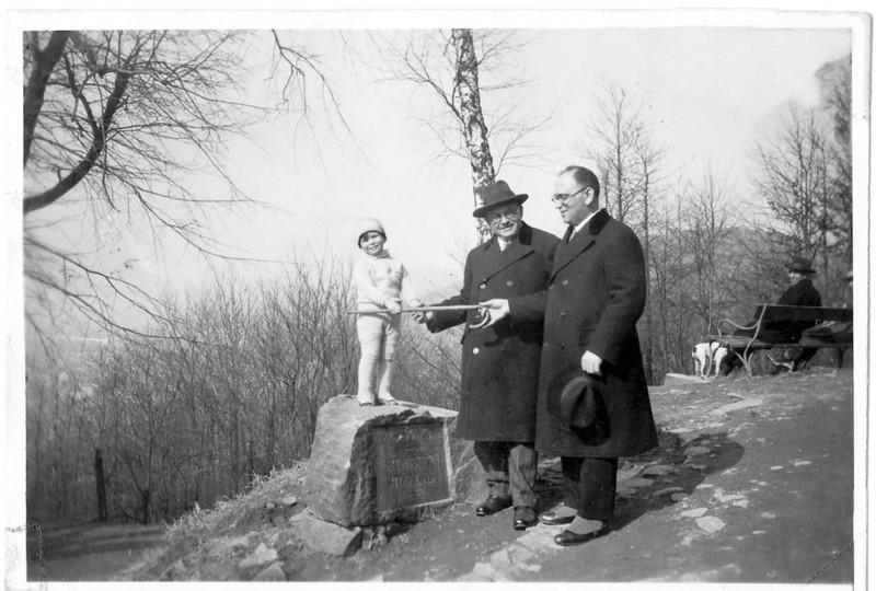 RS032 | (l-r) Sam Adler (about 3), Grandfather, Leopold Rothschild, father, Hugo Chaim Adler, Heidelberg c. 1931  [ArcAdler 0025]