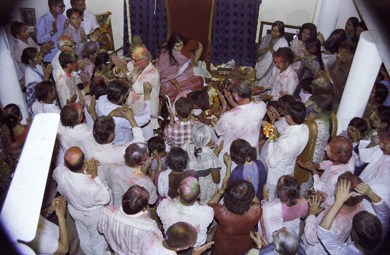 Holi 29 March 1983 Old Temple Delhi (Matthew Fogarty photo)
