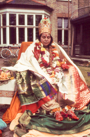 Guru Puja, 4 July 1982, Nightingale Lane ashram London