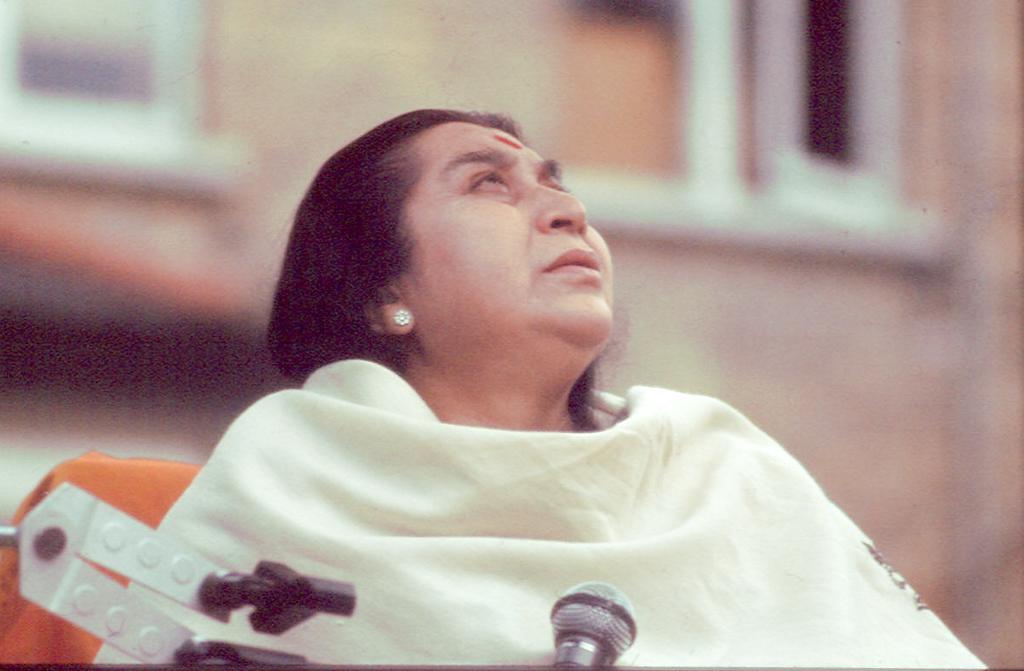 Guru Puja, 99 Nightingale Lane ashram, 4 July 1982