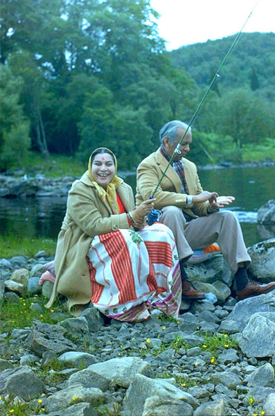 Shri Mataji and Sir CP fishing in Crosscraig Scotland, 1979