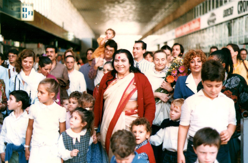 Shri Mataji arrives at Stazione Terminin Rome, May 1986