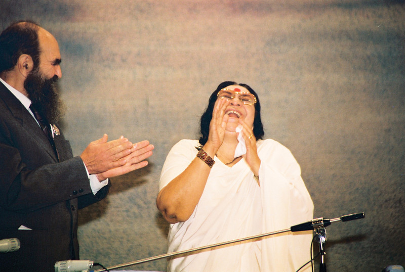 D. Voronov (vice president Petrovskaya Academy of Sciences and Arts) with Shri Mataji, Medical Conference, St. Petersburg, 14 September 1994