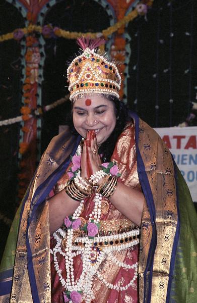 circa 1985 – maybe Makar Sankranti Puja, Suryavanshi Hall, Mumbai, 14 Jan 1985 (Matthew Fogarty photo)