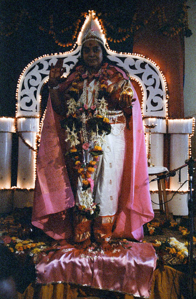 Mahasaraswati Puja, 14 January 1983, Dhulia India (Matthew Fogarty photo)