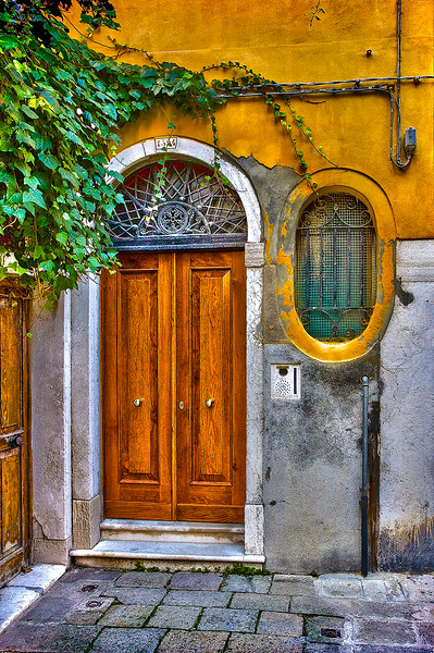 Italian Doorway Yellow OPTO