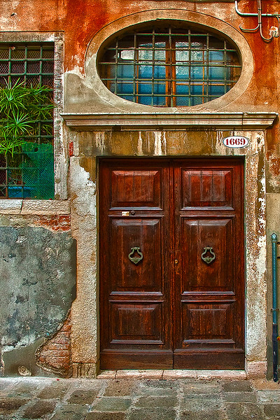 Italian Doorway Red OPTO