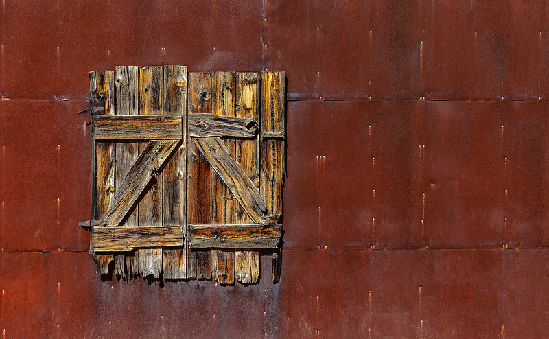 Wood Door on Metal OPTO