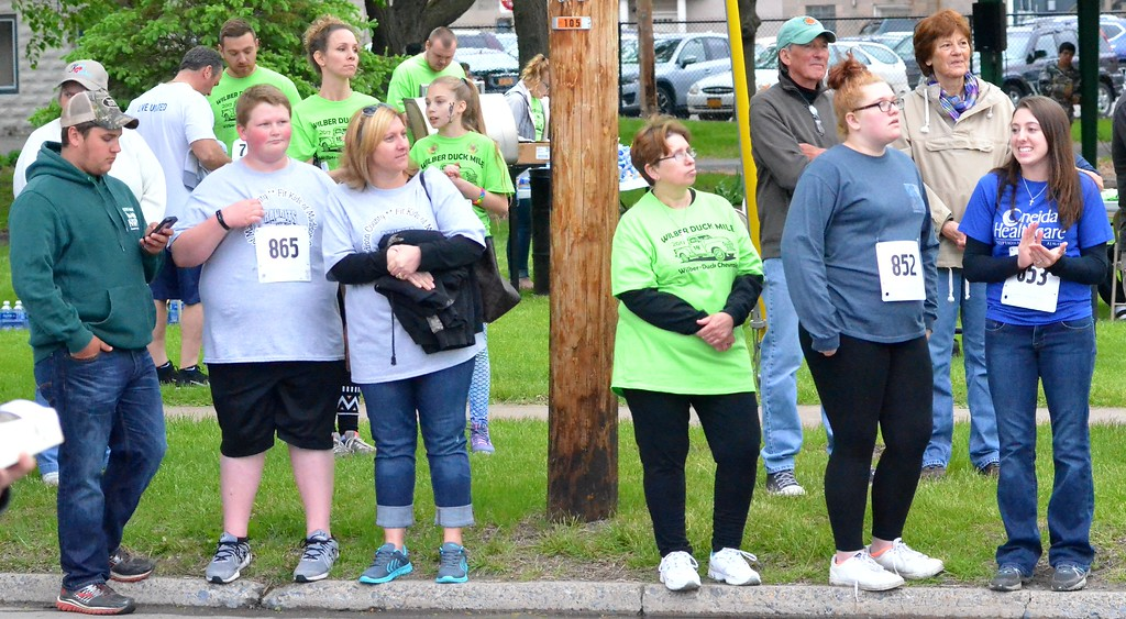. KYLE MENNIG - ONEIDA DAILY DISPATCH Specators at the finish line of the 18th annual Wilber-Duck Mile in Oneida on Friday, May 19, 2017.