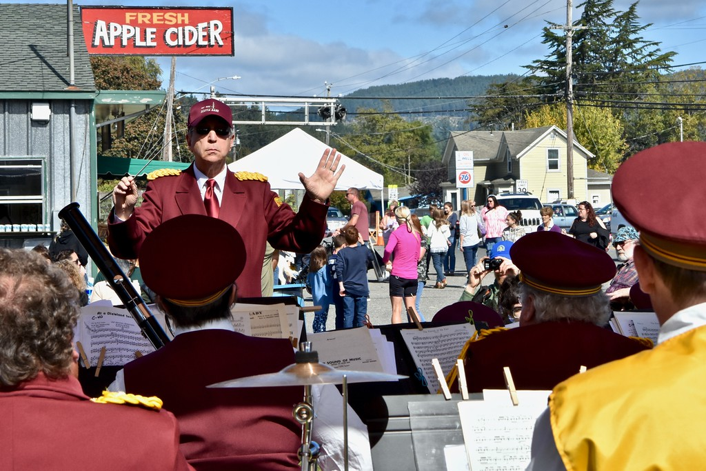 . First-year Scotia Band conductor Kenneth Ayoob leads the long-time orchestra alongside of Clendenen�s Cider Workson Saturday. José Quezada�For Times-Standard