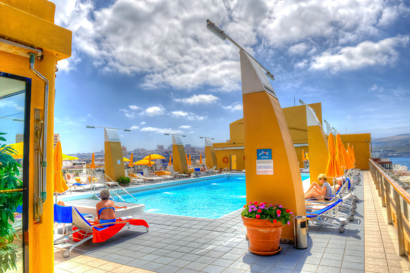 Las Palmas, Gran Canaria, Reina Isabel Hotel, its rooftop swimming pool.