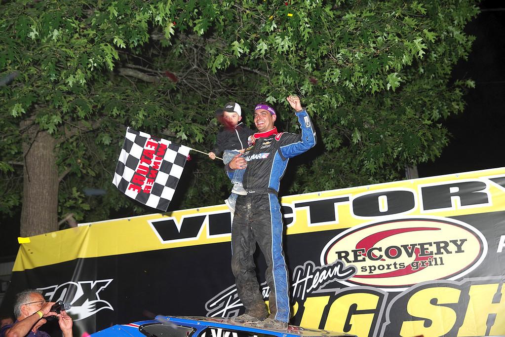 . Mod winner Stewart Friesen #44 w/son Parker courtesy Kustom Keepsakes, Mark Brown/Ryan Karabin. For reprints vist: https://nepart.smugmug.com