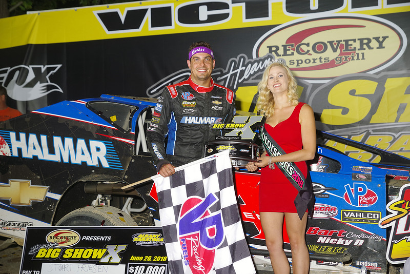 "Mod winner Stewart Friesen #44 w/Ms Motorsports courtesy Kustom Keepsakes, Mark Brown/Ryan Karabin. For reprints vist: <a href=""https://nepart.smugmug.com"">https://nepart.smugmug.com</a>"