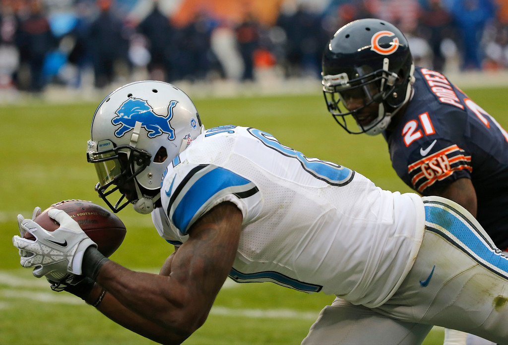 . Detroit Lions wide receiver Calvin Johnson (81) makes a touchdown reception against Chicago Bears strong safety Ryan Mundy (21) during the second half of an NFL football game, Sunday, Jan. 3, 2016, in Chicago. (AP Photo/Charles Rex Arbogast)