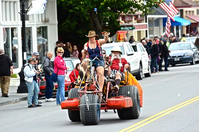 Fire Up! rumbles toward the finish line on Main Street, Ferndale. (José Quezada—For Times-Standard)