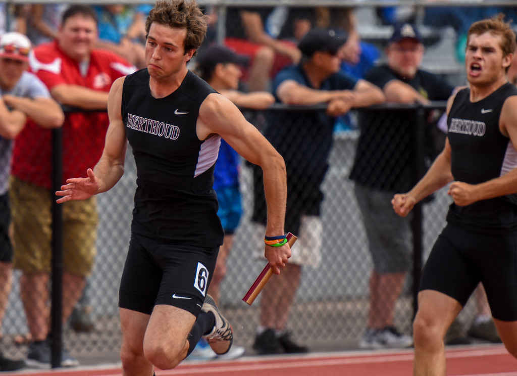 . Berthoud\'s Ryan Schmad, left, takes a handoff from Jake Rafferty during the 4x200-meter relay at the 2018 state track and field meet Thursday May 17, 2018 at Jeffco Stadium in Lakewood. (Cris Tiller / Loveland Reporter-Herald)