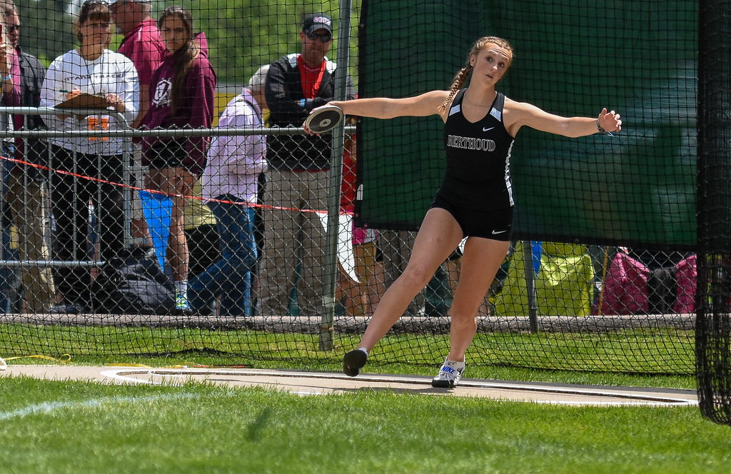. Berthoud\'s Emily Cavey tosses her discus at the 2018 state track and field meet Friday May 18, 2018 at Jeffco Stadium in Lakewood. (Cris Tiller / Loveland Reporter-Herald)