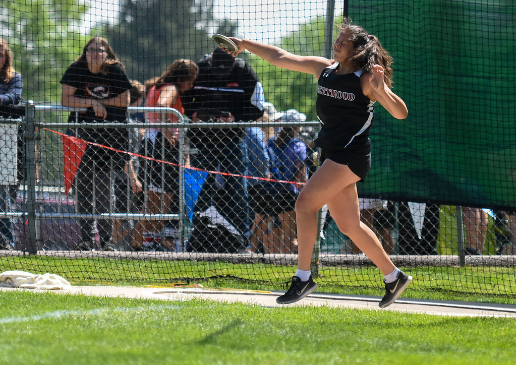 . Berthoud\'s Kailey Berry tosses her discus at the 2018 state track and field meet Friday May 18, 2018 at Jeffco Stadium in Lakewood. (Cris Tiller / Loveland Reporter-Herald)